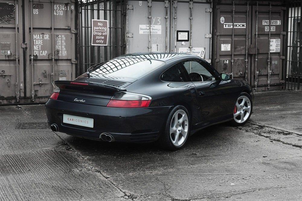 002_CarIconics_Porsche996Turbo2004_D4J_3532