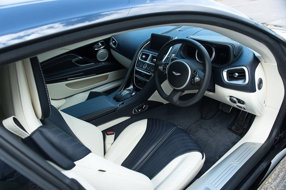 018_AstonMartinV12May2017_CarIconics__D4J9050