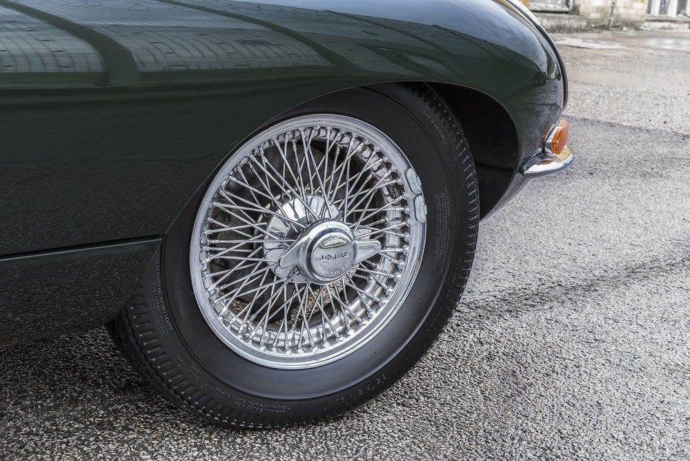 Jaguar-E-Type-4.2-Series-1.5-05