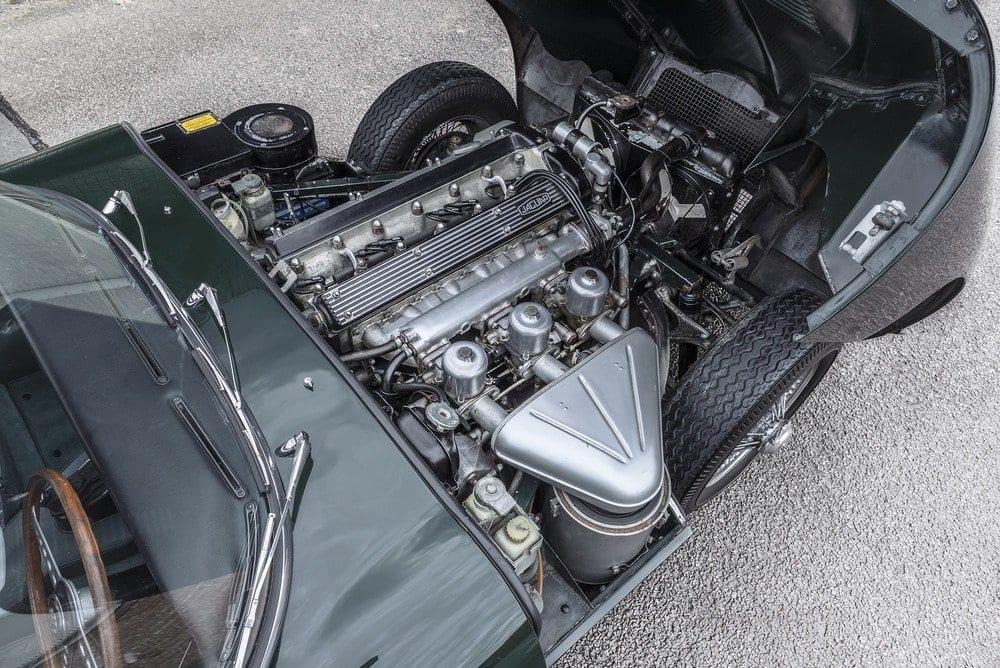 Jaguar-E-Type-4.2-Series-1.5-09