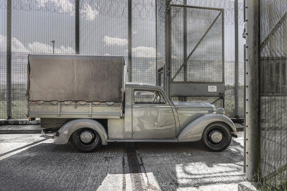 Mercedes-107-SD-Pick-Up-L-10