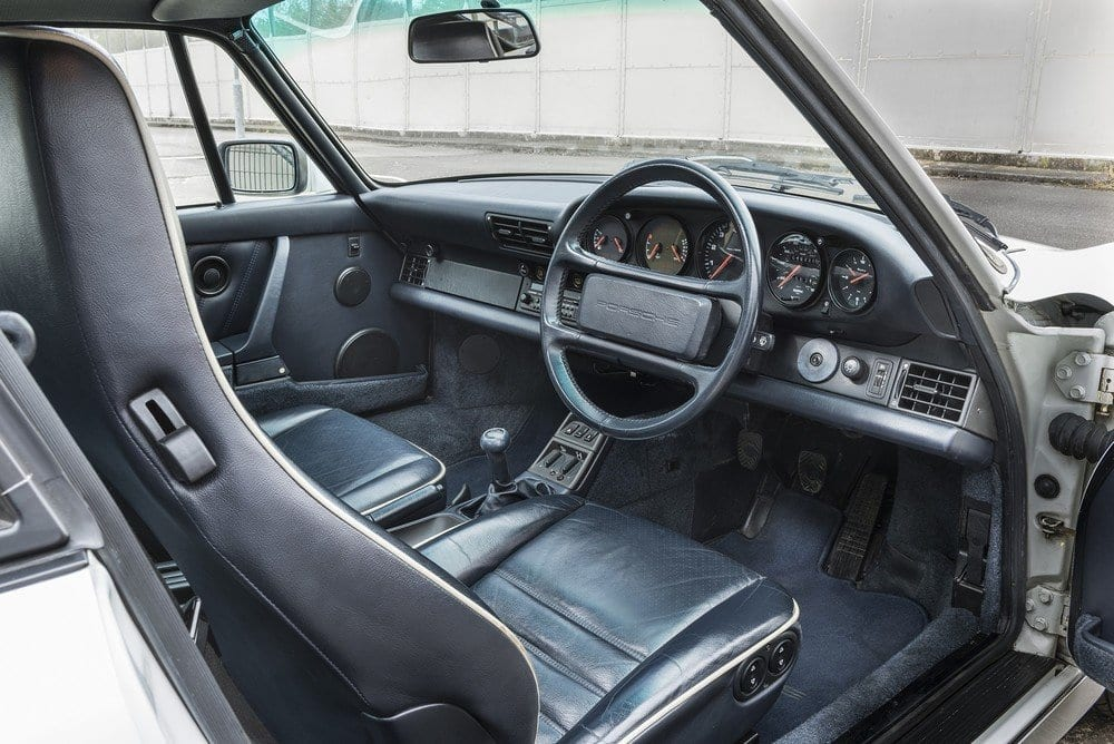 Porsche-964-Carrera-4-A-05