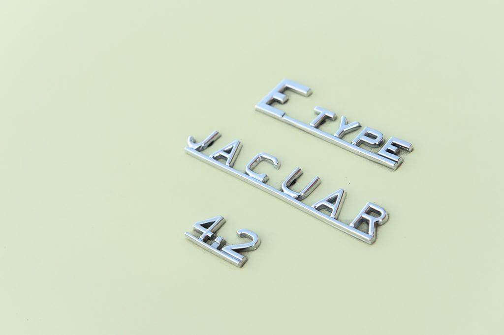 011_JaguarEtype_CarIconics_Jan2020_D4J5469
