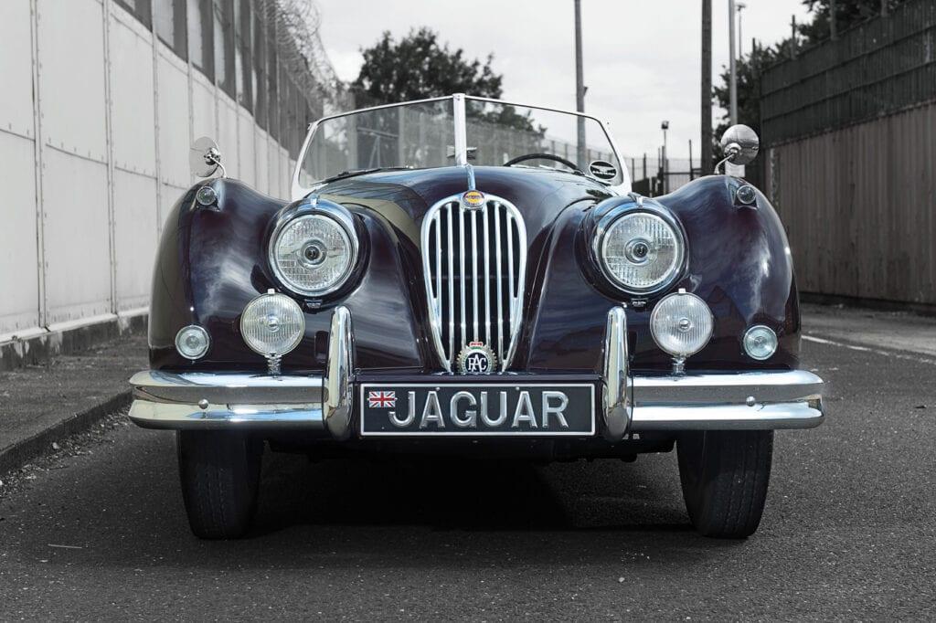 006_JaguarXK140_CarIconics_July2020_D4J7721LR
