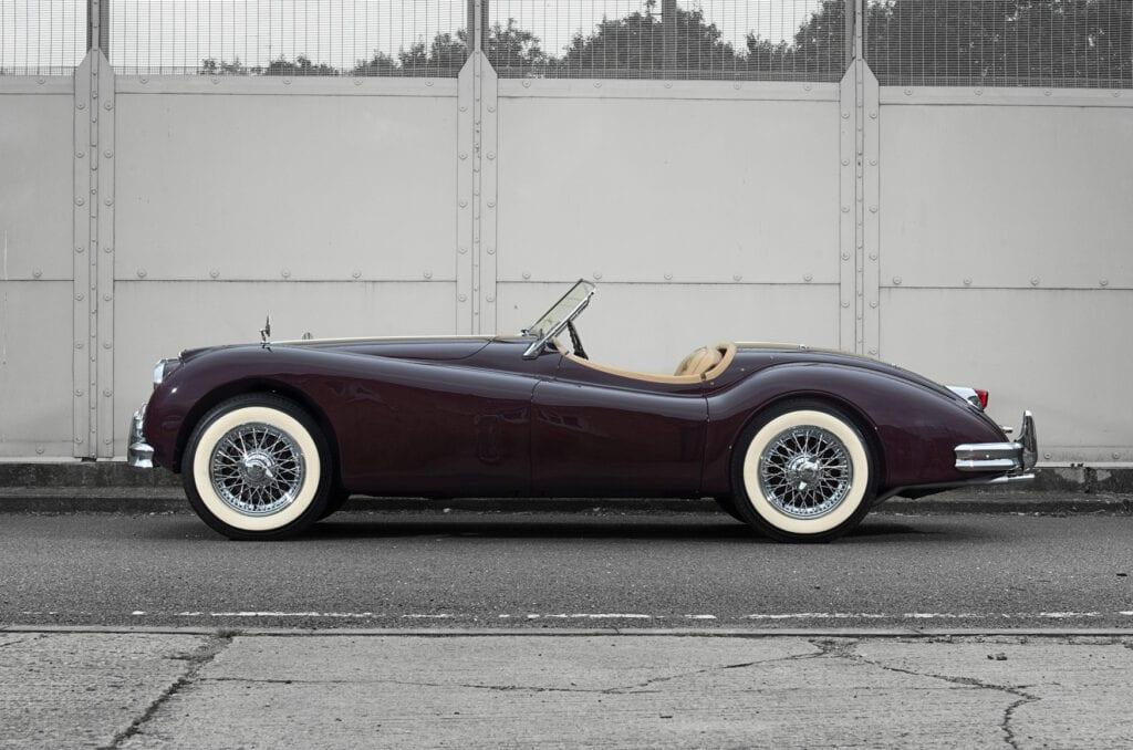 007_JaguarXK140_CarIconics_July2020_D4J7686LR
