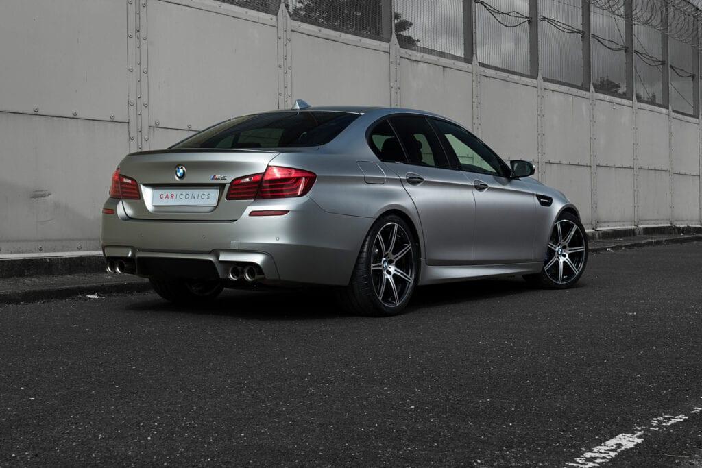 03_BMWM5_CarIconics_Sept2020_D8J3464LR