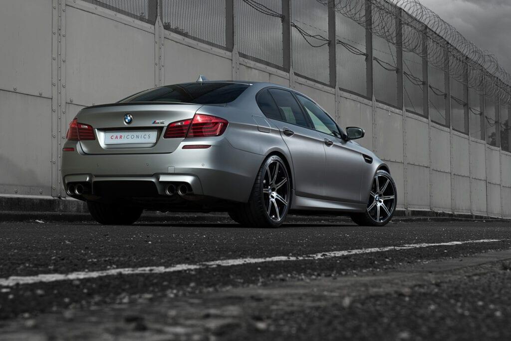 04_BMWM5_CarIconics_Sept2020_D8J3470LR