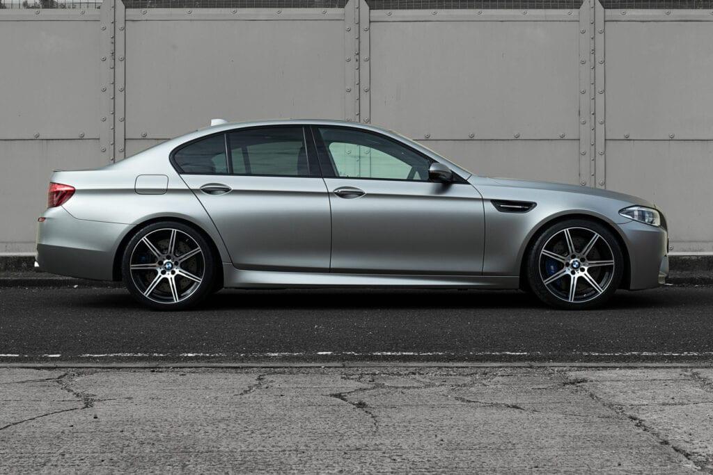 07_BMWM5_CarIconics_Sept2020_D8J3438LR