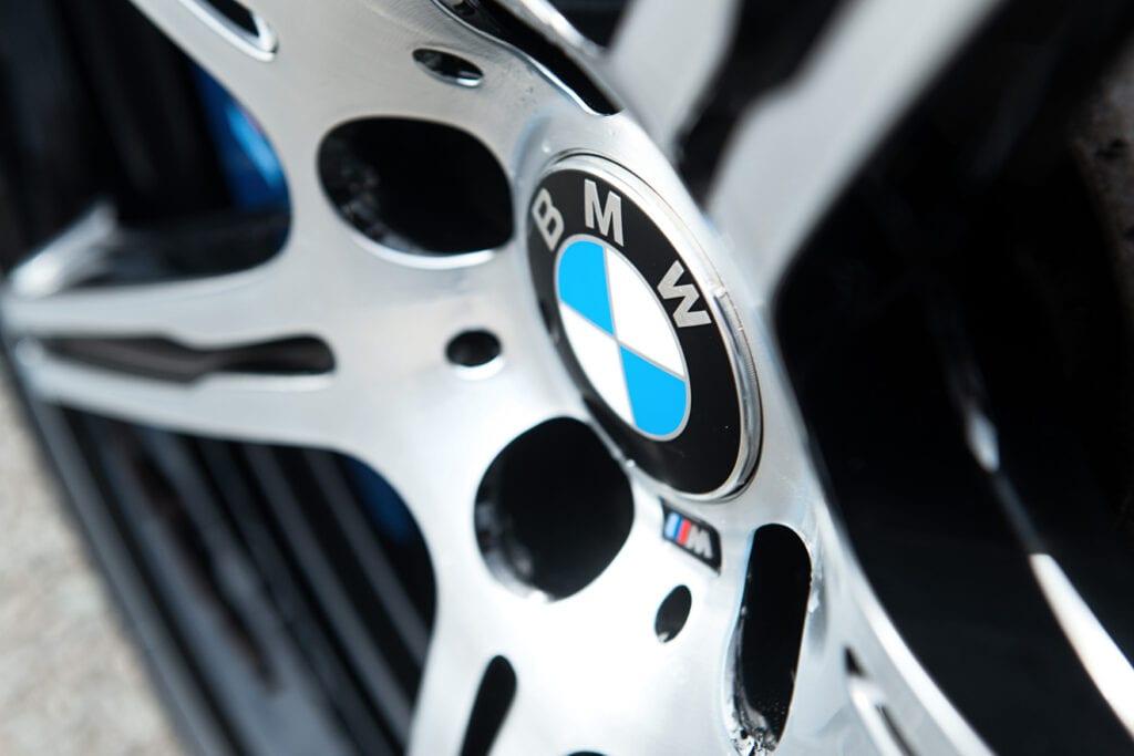 11_BMWM5_CarIconics_Sept2020_D8J3440LR