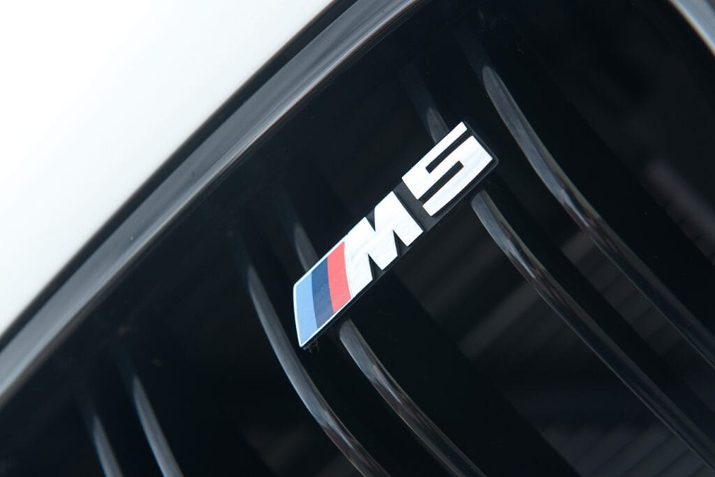 14_BMWM5_CarIconics_Sept2020_D8J3445LR