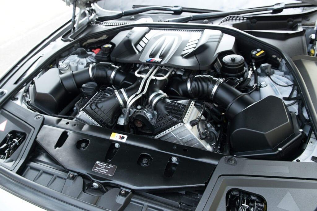 15_BMWM5_CarIconics_Sept2020_D8J3447LR