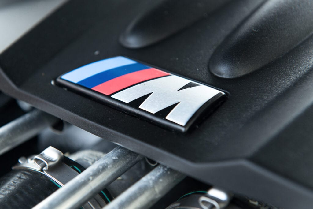 16_BMWM5_CarIconics_Sept2020_D8J3448LR