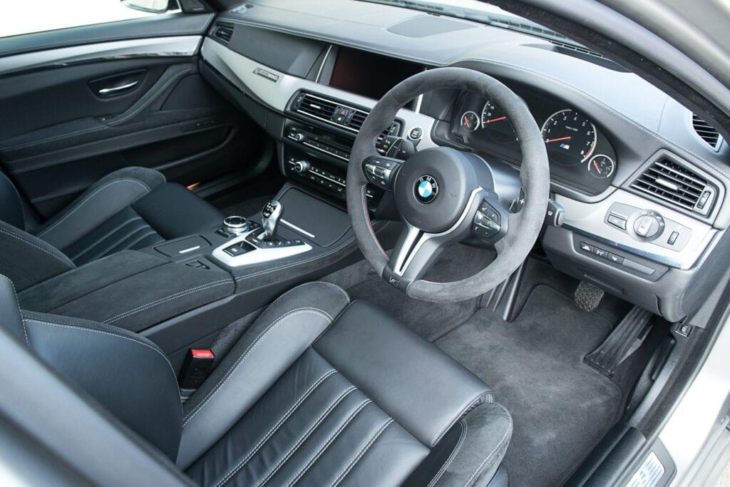 20_BMWM5_CarIconics_Sept2020_D8J3452LR