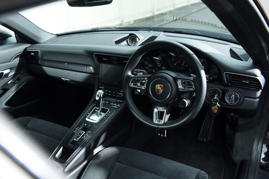 19_CarIconics_Porsche911GTS_Feb21_D4J1680LR