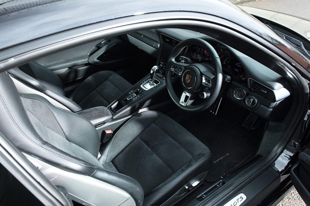 20_CarIconics_Porsche911GTS_Feb21_D4J1681LR